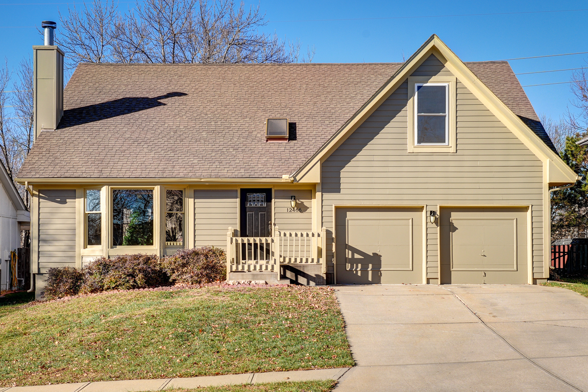 Olathe home for sale with 4 bedrooms, 5 bathrooms, and charming patio that overlooks an enormous fenced bachyard.